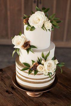 Honey Themed Farm-to-Table Kansas City Wedding Inspo Big Indian Wedding, Indian Wedding Cakes, Country Wedding Cakes, Wedding Costs, Wedding Events, Wedding Parties, Destination Wedding, Wedding Cake Frosting, Cake Wedding