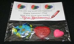 Valentine activities: FREE header for a Snack Baggie gift for your kiddos for Valentine's Day. Includes of crayon activities to do, including melting broken crayons to make heart-shaped valentine crayons. Cute & inexpensive too. Teacher Valentine, Valentine Treats, Saint Valentine, Valentines For Kids, Happy Valentines Day, Valentine Party, Melted Crayon Crafts, Winter Words, Crayon Heart