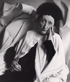 Cecil Beaton, Dame Edith Sitwell, 1962 Bromide Print on card mount Courtesy National Gallery Demon Eyes, English Fashion, Cecil Beaton, Red Art, Black Mask, Listening To Music, Art Blog, Black And White Photography, Fashion Photography