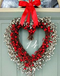 Valentine Wreath - Valentine Door Wreath - Wreath for Valentines Day on Etsy, Valentine Day Wreaths, Valentines Day Decorations, Valentine Day Crafts, Holiday Wreaths, Happy Valentines Day, Holiday Crafts, Holiday Decor, Valentine Heart, Fun Crafts