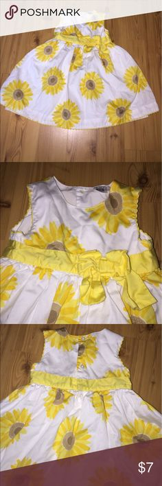 18m dress by Carter's Pretty 🌻 sunflower dress size 18m, in GOOD condition, bow needs ironing, button closure in back, extra layer underneath*see last photo*, from smoke-free 🏡 Carter's Dresses Casual