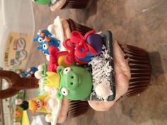 Angry birds by Frostilicious Cakes & Cupcakes