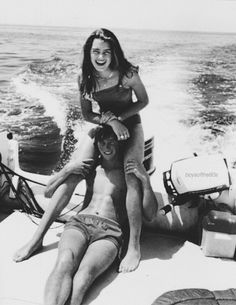 couple aesthetic Alice Fortescue and Frank Longbottom -taken by Marlene McKinnon and Lily Evans, on the McKinnon family boat. Lily Evans, Cute Relationship Goals, Cute Relationships, Marriage Goals, Cute Couples Goals, Couple Goals, The Love Club, Fotos Goals, Couple Aesthetic
