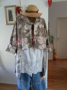 DIY sewing by Tina Givens patterns Jacket Marisha ..Linen with old Roses, old vintage linenshirt.and my lovely Jeans ....DIY Jacke genäht nach einem PDF Schnittmuster von Tina Givens aus Leinen mit Rosenmuster, drunter ein Vintage Unterhemd, Jeans