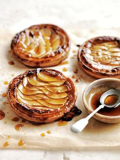 Almond and Pear Tarts. With flaked almonds and sweet pear slices, these flaky tarts are a delight. Slow Cooker Desserts, No Bake Desserts, Just Desserts, Delicious Desserts, Yummy Food, Holiday Desserts, Gourmet Desserts, Pear Recipes, Sweet Recipes