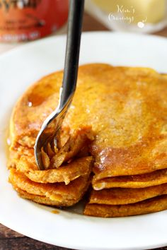 Pumpkin Kodiak Cakes Get festive with breakfast- use your favorite pancake mix for the easiest pumpkin pancakes that can be whipped up in a pinch. Kodiak Pancakes, Pancakes And Waffles, Breakfast Pancakes, Paleo Pancakes, Ww Recipes, Fall Recipes, Cooking Recipes, Skinny Recipes, Oven Recipes