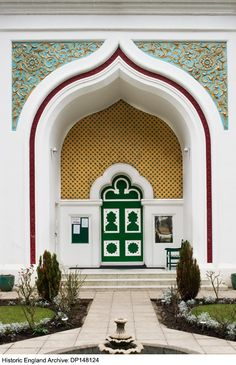 British Mosque Architecture and Design: Shahed Saleem studies the changing face of Islamic architecture in Britain, and its relationship with a diverse Muslim culture. Architecture Design, Mosque Architecture, Shah Jahan Mosque, Arabic Decor, Muslim Culture, Design Social, Main Door Design, Main Entrance, Britain