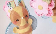 Quando um bebê chega em uma família, é sempre motivo de muita comemoração. Aprenda então a fazer esse lindo móbile de berço para a chegada do novo membro: http://scup.it/dhcy