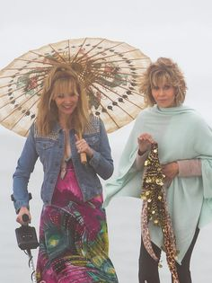 Jane Fonda and Lisa Kudrow film scenes for Grace and Frankie