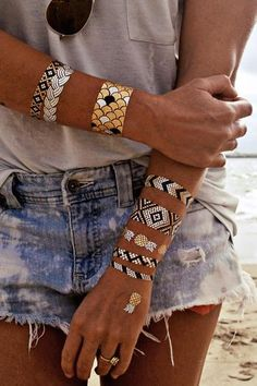 Get flashy in metallic colored temporary tattoos by Flash Tattoos. The Goldfish Kiss H2O collection is perfect for date night, girls night out, parties, festivals...anywhere your and you skin might be seen having fun. Non-toxic and easy to apply and remove, Flash Tattoos last for 4-6 days.