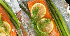 Fóliában sült lazac spárgával - Recept | Femcafe Fresh Rolls, Carrots, Vegetables, Ethnic Recipes, Food, Essen, Carrot, Vegetable Recipes, Meals