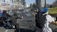 Chile: 49 policías heridos, 75 estudiantes detenidos en protesta