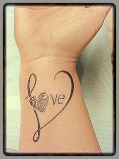What does thumbprint tattoo mean? We have thumbprint tattoo ideas, designs, symbolism and we explain the meaning behind the tattoo. Tattoo Kind, Tattoo Mama, Tattoo For Son, Tattoos For Kids, Tattoos For Daughters, Mom Tattoos, Wrist Tattoos, Couple Tattoos, Trendy Tattoos