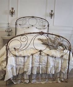 Pretty Vintage Bed, so Appealing how the Swirling Iron seems so Delicate~❥