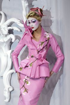Japanese inspired Couture. Absolutely stunning style and matching makeup.