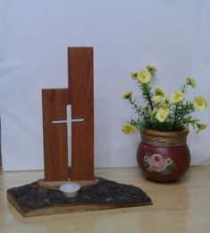 Wooden Crosses, Wall Crosses, Wood Crafts, Diy And Crafts, Cool Laser, Jesus Drawings, Jobs In Art, Cross Flag, Wood Shop Projects