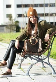 Aline R. Taddei Brodbeck | Leather legging - wet legging -