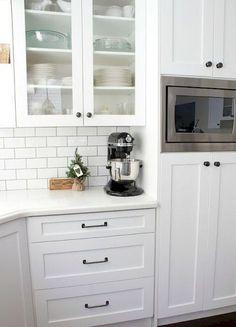 Gorgeous 80 Modern Farmhouse Kitchen Makeover Ideas #Kitchen #Makeover #ModernFarmhouse
