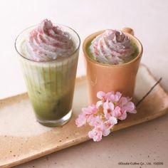 """エクセルシオールに「春のホワイトショコラ抹茶ラテ」--""""桜花フレーク""""で春の彩り"""