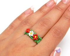 Red & White Daisy Chain  Green Banded Ring by @MaylaFaye on Etsy,