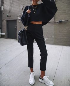 All black outfit, fall weather outfits, sweater weather, comfortable winter outfits Source by thesproutingsunflower Outfits comfortable Mode Outfits, Fall Outfits, Casual Outfits, Fashion Outfits, Black Outfits, Outfit Winter, Jeans Fashion, Smart Black Outfit, All Black Outfit Casual