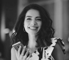 Pretty People, Beautiful People, Beautiful Women, Girl Photo Poses, Girl Poses, Insta Photo Ideas, Girly Pictures, Turkish Actors, Long Bob
