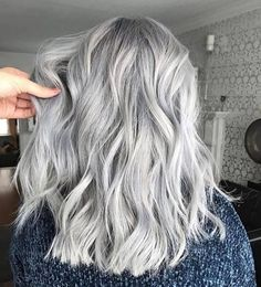 Thank you for visiting greatest grey hair highlights ideas. Balayage Lob, Hair Color Balayage, Hair Color Pink, Blonde Color, Cool Hair Color, Hair Colors, Grey Blonde, Gray Color, Hair Highlights And Lowlights