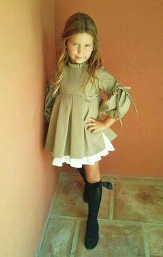 .Greem fall dress with pleats