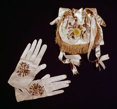 1830 Embroidered Glove and Bag - V&A