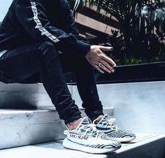 basket a la mode 2017 homme Adidas Yeezy Boost 350 Zebra 2018 par kanye west Yeezy Outfit, Streetwear Fashion, Streetwear Brands, Streetwear Clothing, Teen Fashion, Urban Fashion, Fashion Trends, Looks Baskets, Yeezy Zebra