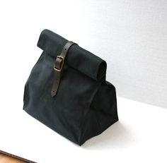 Negro bolsa de almuerzo de lona encerada listo a nave por overlap, $48.00
