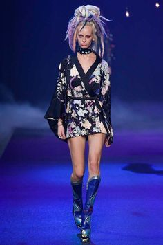 Marc Jacobs Spring 2017 Ready-to-Wear Fashion Show - Lili Sumner