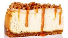 An amazingly delicious Salted Caramel Cheesecake Crunch Recipe. A buttery brown sugar and graham crust sits beneath a smooth and creamy cheesecake that`s topped with a sour cream layer, toffee bits and homemade salted caramel sauce. Plain Cheesecake, Salted Caramel Cheesecake, Best Cheesecake, Cheesecake Recipes, Dessert Recipes, Carmel Cheesecake, Salted Caramels, Cheesecake Toppings, Cheesecake Bites