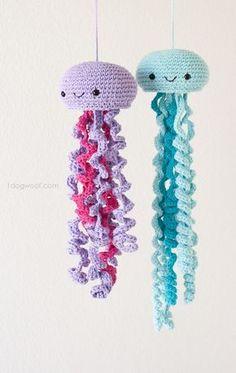 Cute crochet jellyfish, FREE pattern!   www.1dogwoof.com
