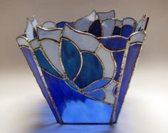 Items similar to Stained glass vase with bows on Etsy Stained Glass Light, Stained Glass Ornaments, Stained Glass Crafts, Stained Glass Designs, Stained Glass Patterns, Tiffany Glass, Leaded Glass, Mosaic Glass, L'art Du Vitrail