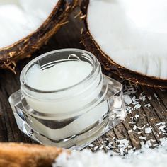 Make night cream with coconut oil itself - recipe and instructions- Nachtcreme mit Kokosöl selber machen – Rezept und Anleitung Night cream (coconut oil, cocoa butter, almond oil, lanolin) - Coconut Oil For Face, Coconut Oil Uses, Benefits Of Coconut Oil, Organic Coconut Oil, Coconut Cream, Homemade Beauty, Diy Beauty, Beauty Hacks, Belleza Diy