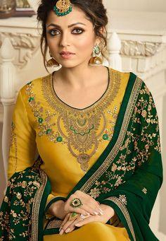 Kurta Designs, Salwar Suit Neck Designs, Kurti Designs Party Wear, Punjabi Wedding Suit, Punjabi Suits Party Wear, Designer Salwar Kameez, Latest Punjabi Suits Design, Indian Designer Suits, Embroidery Suits Punjabi