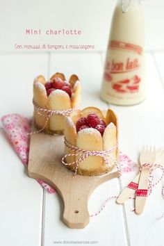 Sweet Salsarosa: Mini charlotte with raspberry mousse and mascarpone Köstliche Desserts, Sweet Desserts, Sweet Recipes, Delicious Desserts, Dessert Recipes, Yummy Food, Tasty, Rodjendanske Torte, Charlotte Cake