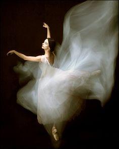 Alessandra Ferri in Giselle.   Photo:Fabrizio Ferri.