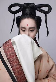 Elaborate Hairstyle of Ancient Chinese Royal Court