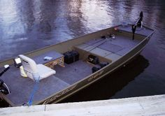 Amazing Jon Boat Modifications You Won't Believe Are Real – Vanchitecture Jon Boat, Duck Boat, Boat Dock, Dinghy Boat, Aluminum Fishing Boats, Aluminum Boat, Boat Building Plans, Boat Plans, Building Ideas