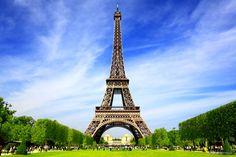 Torre Eiffel (França) - A torre treliça de ferro que data do século 19 está situada no Champ de Mars, em Paris. O monumento se tornou um ícone internacionalmente conhecido da França e um dos mais reconhecidos do mundo. O edifício mais alto da Cidade Luz é também a atração paga mais visitada de todo o globo, atraindo milhões de pessoas das mais diversas nacionalidades todos os anos. O nome é em homenagem ao seu projetista, o engenheiro Gustavo Eiffel. A Torre Eiffel foi construída como o arco…