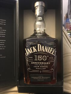 J'en veux un!!! Cigars And Whiskey, Scotch Whiskey, Whiskey Bottle, Bourbon Drinks, Whiskey Cocktails, Alcohol Bottles, Liquor Bottles, Jack Daniels Cocktails, Tequila Beer