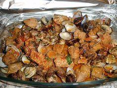 La meilleure recette de Carne Alentejana (recette Portugaise)! L'essayer, c'est l'adopter! 4.9/5 (11 votes), 29 Commentaires. Ingrédients: 1filet mignon (ou épaule de porc), 1kl de palourdes et ou coques, 3 gousses d'ails (pilé), 3 ou 4c.s.de gros sel 1 feuille de laurier, Quelques branches de coriandre (frais) +2 branches de persil, 2 à 3 c. s. de pâte de poivrons rouge (ou poivre paprika doux), Sel, Poivre, 1 petit verre de Porto, 1 petit verre de Cognac, Quelques gouttes de Tabasco, ...