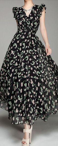 V-Neck Chiffon Maxi Dress- love. Chiffon Maxi Dress, Dress Skirt, Dress Up, Pretty Dresses, Beautiful Dresses, Prom Dresses, Summer Dresses, Mode Vintage, Dress Patterns