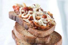 Topinka s ďábelskou směsí Baked Potato, Banana Bread, Hamburger, Sandwiches, Good Food, Pork, Food And Drink, Homemade, Cooking