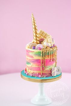 Magical Rainbow Unicorn Cake!