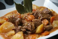 Hierbabuena y Pimienta: Carne guisada con patatas