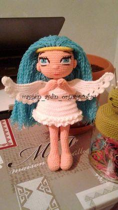 Fazlasıyla eğlenceli, çocukları mutlu eden AMİGURUMİ ile yoksa siz hala tanışmadınız mı? Doll Toys, Dolls, Knitted Doll Patterns, A Hook, Cubbies, Crochet Toys, Diy And Crafts, Hats, How To Make