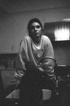 Kendall Jenner Black And White Photography Grey Sweater Minimalist Casual Style . Kendall Jenner Black And White Photography Grey Sweater Minimalist Casual Style Big Hoop Earrings Kendalll Jenner, Kardashian Jenner, Kardashian Kollection, Kendall Jenner Style, Kendall Jenner Outfits, Kendall And Kylie, Kendall Jenner Tumblr, Kendall Jenner Bedroom, Kendall Jenner Wallpaper